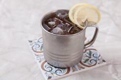 Taza de té con el limón Imagenes de archivo