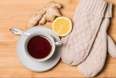 Taza de té con la miel, el jengibre y el limón Foto de archivo