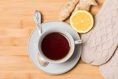 Taza de té con la miel, el jengibre y el limón Foto de archivo libre de regalías