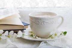 Taza de té con leche inglés Todavía vida 1 Imagen de archivo libre de regalías