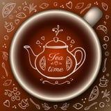 Taza de té con los elementos del tiempo del té del garabato Fotos de archivo libres de regalías