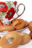 Taza de té con los panecillos Foto de archivo libre de regalías