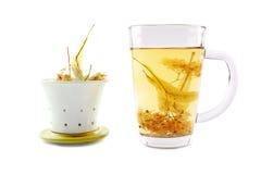 Taza de té de la cal con el flor secado Fotografía de archivo
