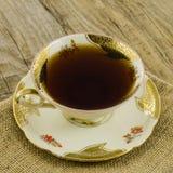Taza de té de la porcelana con adorno floral Imagen de archivo