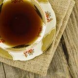 Taza de té de la porcelana con adorno floral Foto de archivo libre de regalías