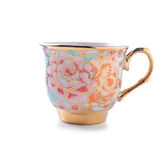 Taza de té de la porcelana en el fondo blanco Foto de archivo