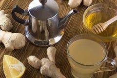 Taza de té del jengibre con la miel y el limón Imagen de archivo