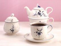 Taza de té del vintage, cuenco de azúcar y tetera Imagen de archivo libre de regalías