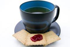 Taza de té en el fondo aislado blanco Imagen de archivo