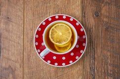 Taza de té en fondo de madera del vintage Foto de archivo libre de regalías