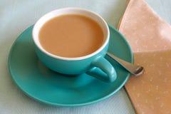 Taza de té, en taza verde Imagenes de archivo