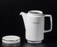 Taza de té en un fondo negro Imágenes de archivo libres de regalías