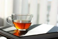 Taza de té negro Imagenes de archivo