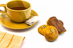 Taza de té y aislada Imágenes de archivo libres de regalías