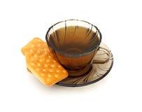 Taza de té y de algunas galletas Foto de archivo