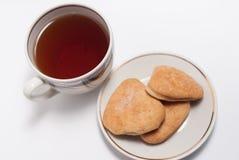 Taza de té y de algunas galletas fotografía de archivo libre de regalías