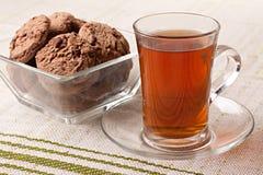 Taza de té y de galletas Fotos de archivo libres de regalías