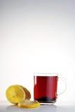 Taza de té y de limón Imágenes de archivo libres de regalías