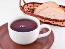 Taza de té y de pan Imagenes de archivo