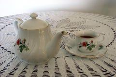 Taza de té y de un crisol del té fotos de archivo