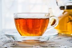Taza de té y de una tetera Fotos de archivo libres de regalías