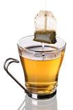 Taza de té con la bolsita de té (camino de recortes del incl) Fotos de archivo libres de regalías