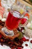 Taza de té de los escaramujos Fotografía de archivo libre de regalías