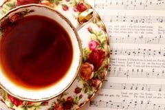 Taza de té del vintage con música Imagen de archivo libre de regalías