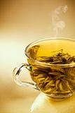 Taza de té japonés verde fresco Imagenes de archivo