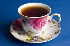 Taza de té negro Foto de archivo libre de regalías