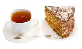 Taza de té y pedazo de torta de miel hecha casera Fotos de archivo libres de regalías