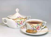 Taza de tazón de fuente del té y de azúcar Imágenes de archivo libres de regalías