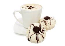 Taza de torta del café y del aire dos en el chocolate blanco Fotografía de archivo