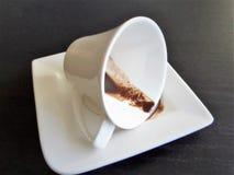 Taza del café con leche Café derramado Imagen de archivo libre de regalías