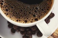 Taza del café con leche en fondo Foto de archivo