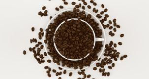 Taza del café con leche un platillo lleno de granos de café imagen de archivo libre de regalías