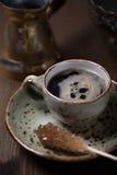 Taza del café express con el azúcar marrón Imágenes de archivo libres de regalías