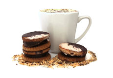 Taza del café, galletas de mantequilla con el chocolate Foto de archivo libre de regalías