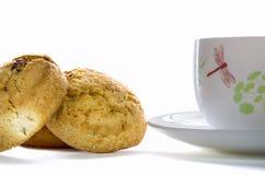 Taza del color de té con las galletas Imagenes de archivo