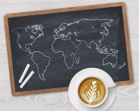 Taza del mapa del mundo y de café Imágenes de archivo libres de regalías