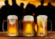 Taza del vidrio frío de cerveza Fotografía de archivo