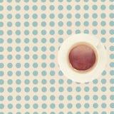 Taza del vintage de café en la tabla Imagen de archivo libre de regalías