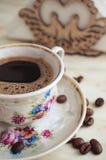Taza del vintage de café y de granos de café Imágenes de archivo libres de regalías