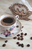 Taza del vintage de café y de granos de café Fotografía de archivo libre de regalías