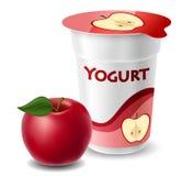 Taza del yogur de Apple con la manzana roja Foto de archivo