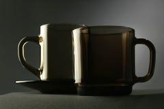 Taza. Dos tazas de la aún-vida Fotos de archivo libres de regalías
