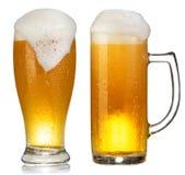 Taza fría de cerveza Imágenes de archivo libres de regalías