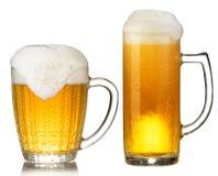 Taza fría de cerveza Imagen de archivo