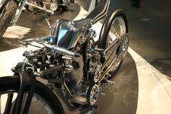 Taza Handbuilt ruso 2018 INSOMNIO de encargo de la motocicleta Opinión izquierda y superior sobre el primer medio de la parte imagen de archivo libre de regalías
