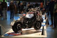Taza Handbuilt ruso 2018 Las motocicletas de encargo se colocan en fila fotografía de archivo